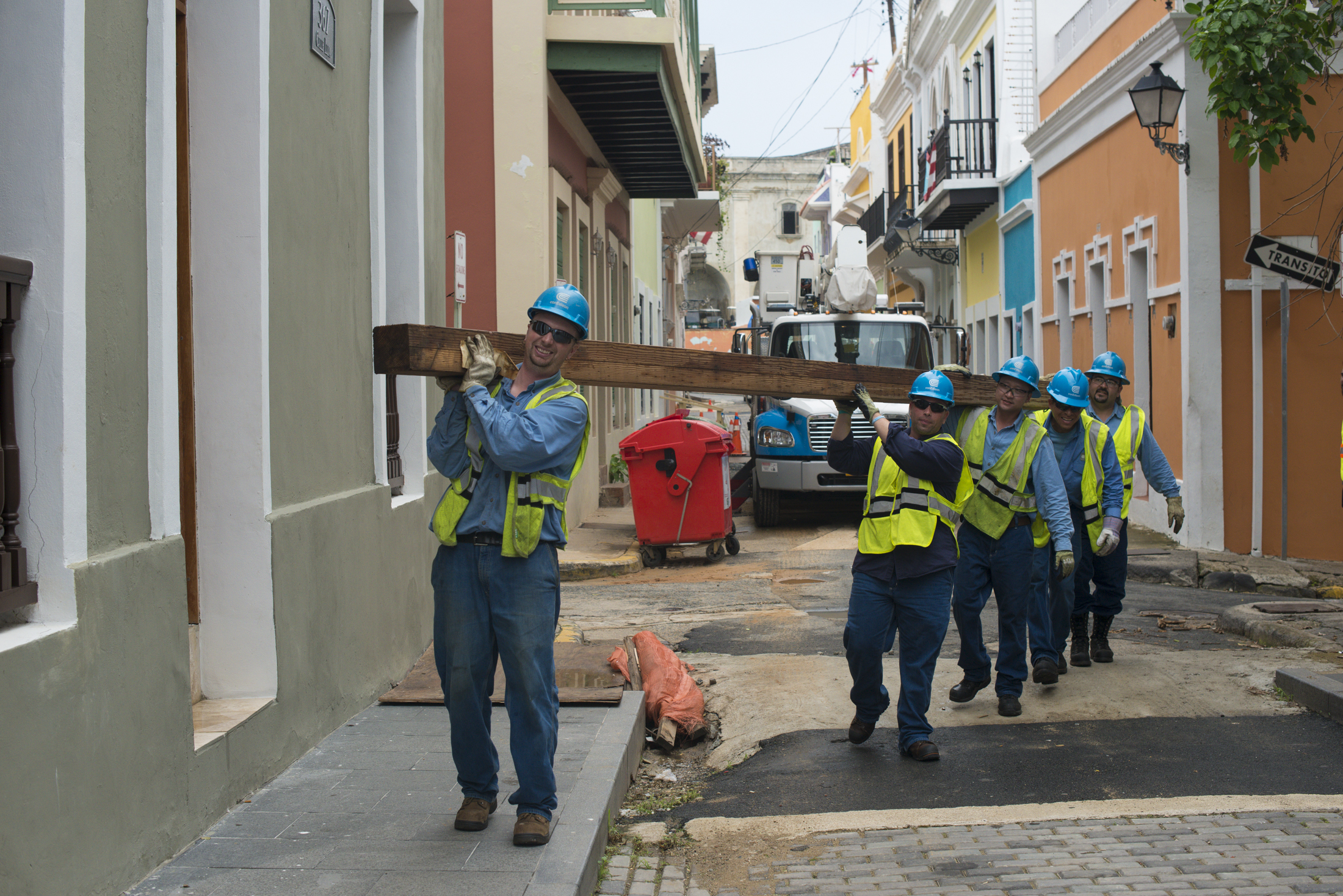Con Edison, O&R Crews Restore Power for First Customers in Puerto